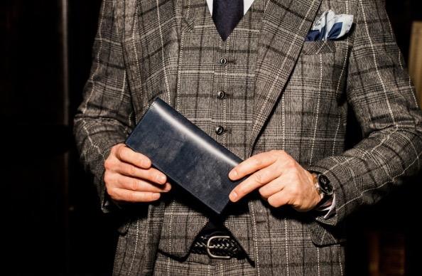 英国紳士風の男性が、商品を愛用している画像