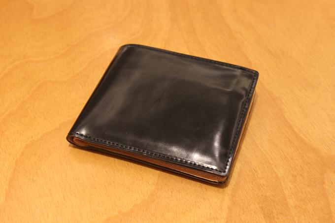 コードバン二つ折り財布(黒鹿毛(漆黒))の使用感をレビュー!