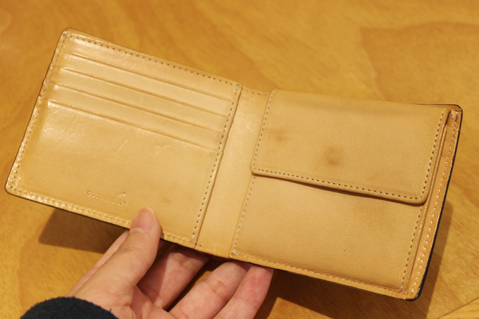 コードバン二つ折り財布を実際に使用してみた感想