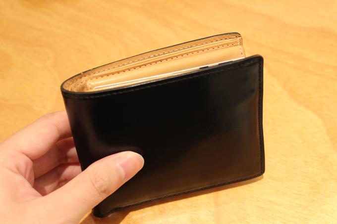 コードバンの二つ折り財布