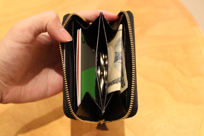 お札だって折り畳めば、数枚は余裕で収容可能