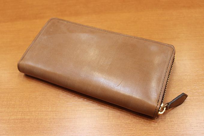 ラウンドジップタイプの財布