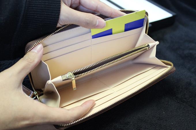 財布を開けてみた時にも、きちんと高級さが感じられた