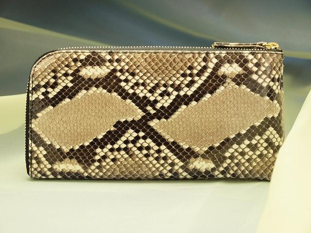 本物の錦蛇の革で作った財布