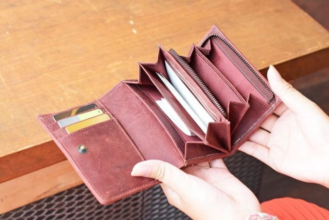 オールレザーウォレット 二つ折り財布