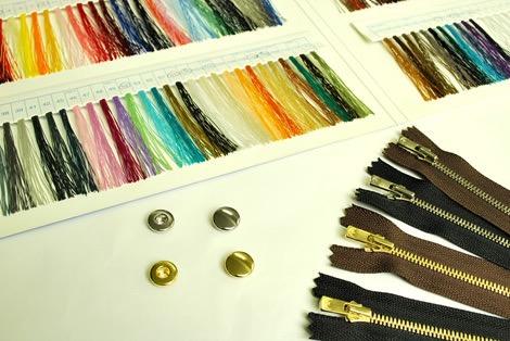 財布本体の素材やカラーを、好みの中からチョイス