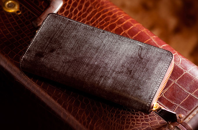 ラウンドファスナータイプの財布