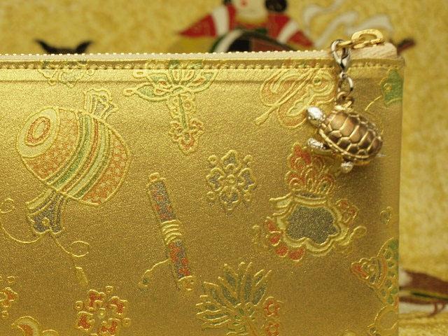 芸術性が高くて美しい財布が手に入る