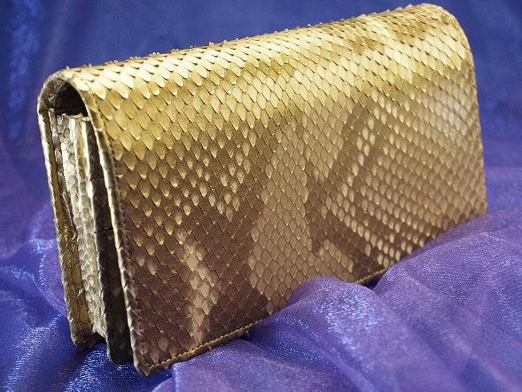 蛇革財布は何故開運に効果がある?