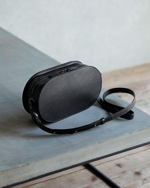 土屋鞄製造所 ブラックヌメオーバルショルダー