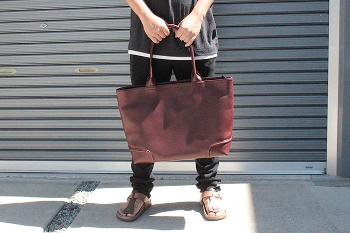 長く使えそうな本革のトートバッグ